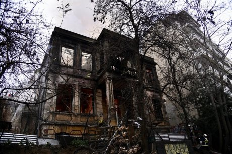 Grecja: Faszyści spalili skłot Libertatia i zaatakowali inne centra społeczne w Salonikach